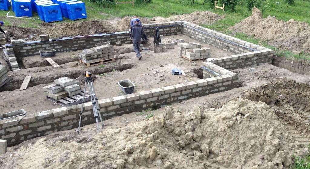 fundamenty z bloczka p- budowa domu systemem gospodarczym