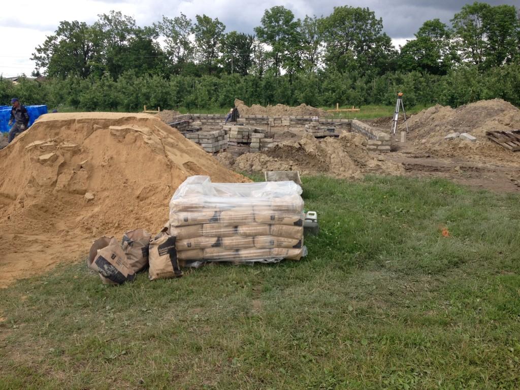 piasek i cement -budowa domu systemem gospodarczym