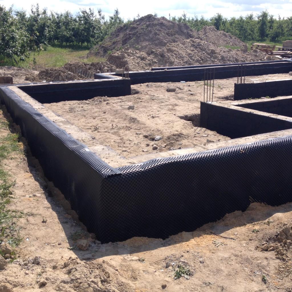 fundamenty zaizolowane folią kubełkową
