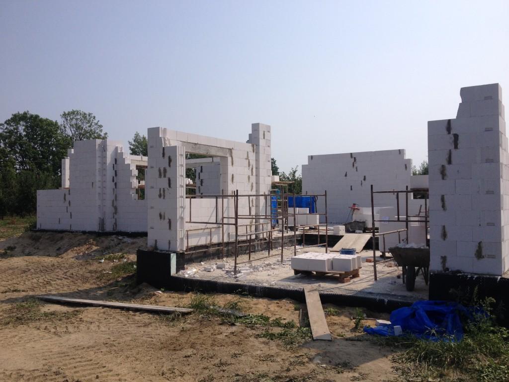 Mury mury pną się do góry :) – budowa ścian domu jednorodzinnego