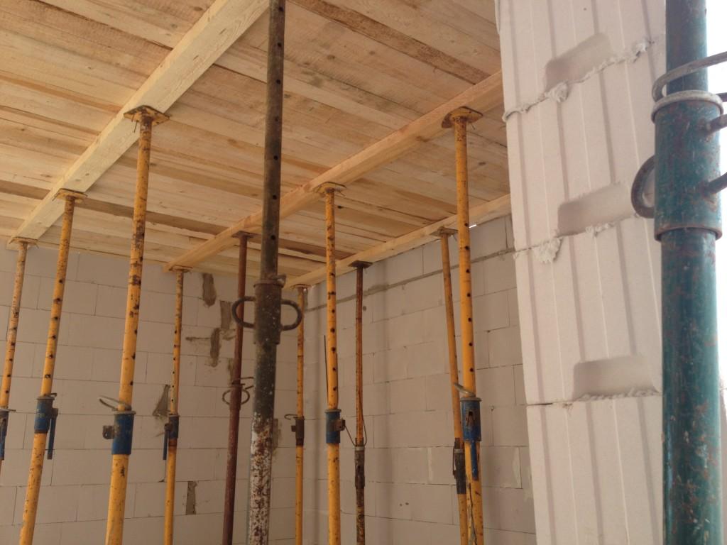strop deskowanie budowa domu systemem gospodarczym