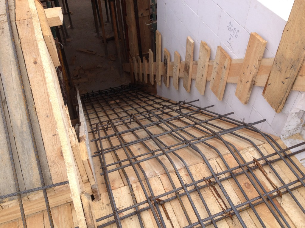 strop monolityczny żebrowanie, siatka z drutu budowa domu systemem gospodarczym