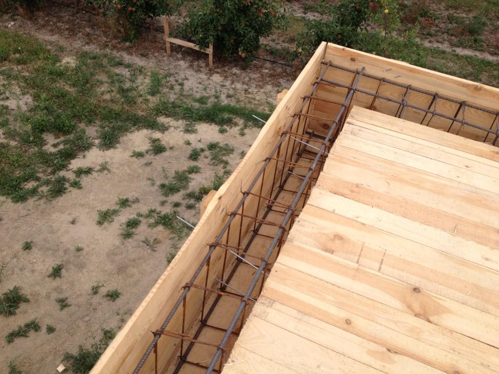 strop lany - żebrowanie, siatka z drutu budowa domu systemem gospodarczym