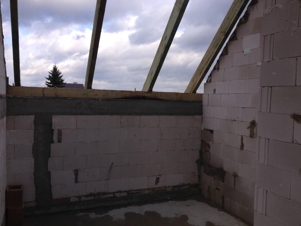 Ściany poddasza i ostatnie poprawki murarskie, oraz wianek :)