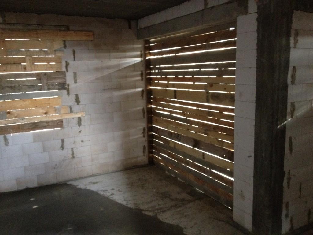 Zabezpieczenie otworów okiennych na zimę - zabicie deskami
